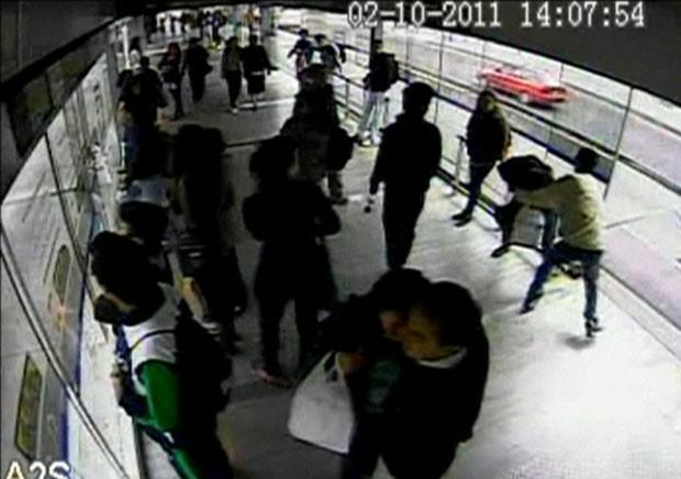 Ladrão desastrado foi preso após ser atropelado por ônibus (Foto: BBC)
