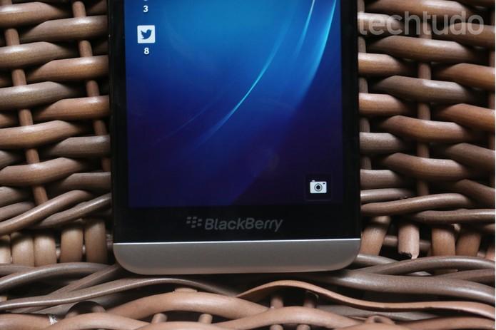 A bateria do BlackBerry Z30 surpreende e pode durar até dois dias, com uso moderado (Foto: Lucas Mendes/TechTudo)