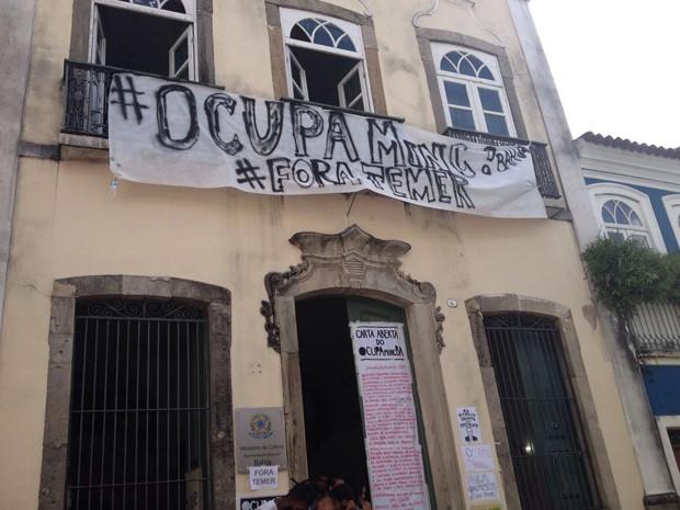 Após 2 dias, grupo continua no prédio do Ministério da Cultura em Salvador (Foto: Natally Acioli/ G1 BA)