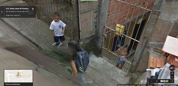 Uma cena fofa em São Bernardo do Campo foi clicada pelo Google Street View (Foto: Reprodução/Google)