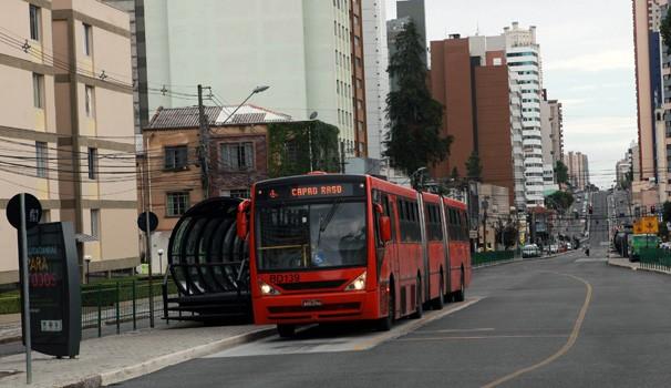 Paraná TV 1ª Edição Greve de ônibus (Foto: Cesar Brustolin/SMCS)