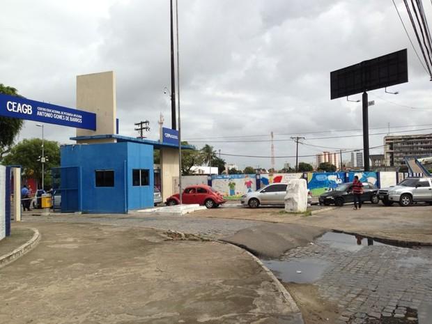 Congestionamento comçou na porta do Cepa e já se extende pela Avenida Fernandes Lima. (Foto: Natália Souza/G1)