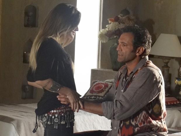 Zyah tem conversa séria com Bianca (Foto: Salve Jorge/TV Globo)