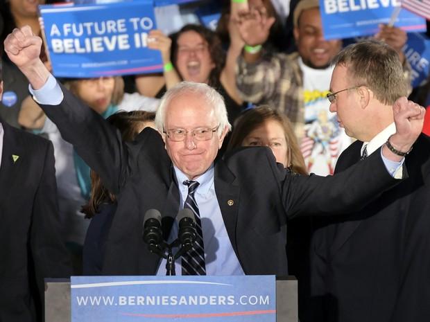 Bernie Sanders faz pronunciamento após vitória em New Hampshire (Foto: J. David Ake/Reuters)