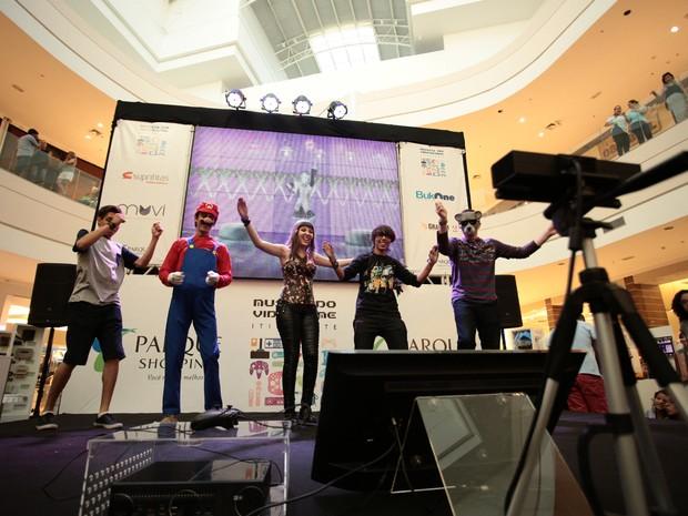 Videogame com sensor de movimento atraiu gamers dançarinos (Foto: Jonathan Lins/G1)