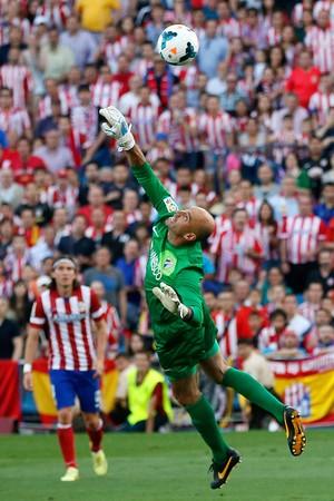 Willy Caballero defesa, Atlético de Madrid x Malaga (Foto: AFP)