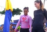 Surfista potiguar monta escolinha para mulheres e sonha com elite mundial