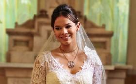 Vestido de noiva de Helena é um clássico atemporal