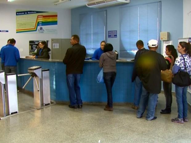 Sem dinheiro, atendimentos pelo SUS foram cortados na Santa Casa de São Sebastião do Paraíso (Foto: Reprodução EPTV)