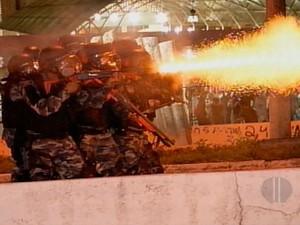 Manifestantes entraram em confronto com a PM durante a Revolta do Busão, em Natal (Foto: Reprodução/Inter TV Cabugi)