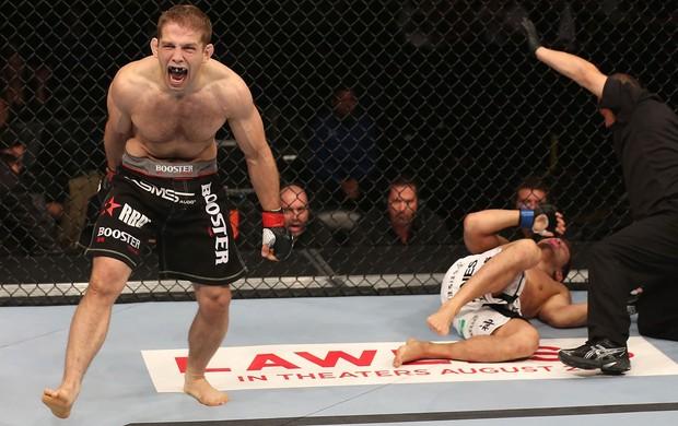 Nik Lentz vence Eiji Mitsuoka no UFC 150 (Foto: Getty Images)