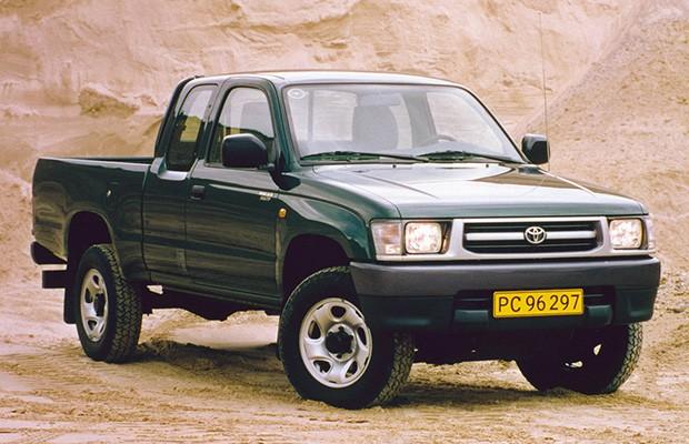 Sexta geração não foi produzida na Argentina e chegou a passar por um facelift na Tailândia em 2002 (Foto: Divulgação)