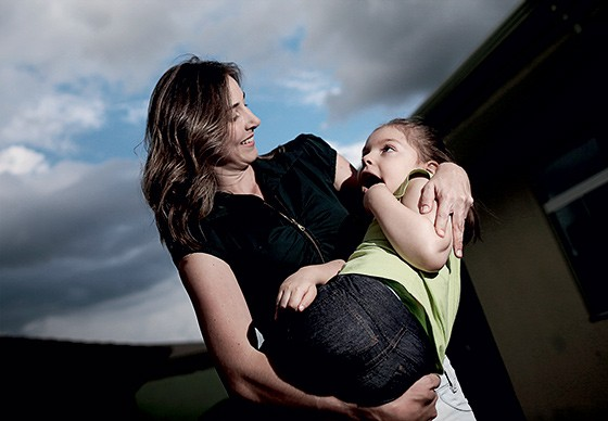 """""""Importei derivado de maconha para tratar minha filha"""" - Katiele Fischer,  mãe de Júlia e de Anne (foto) (Foto: Adriano Machado/ÉPOCA)"""