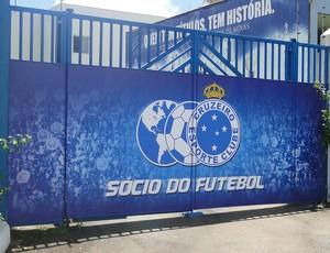 portões do Cruzeiro nova taça (Foto: Gabriel Duarte)
