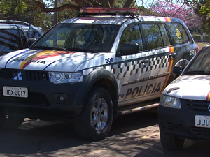 Carro da Polícia Militar do Distrito Federal parado (Foto: TV Globo/Reprodução)