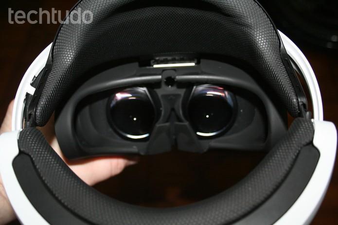 Detalhe interno do PS VR- com marca (Foto: Felipe Vinha/Techtudo )