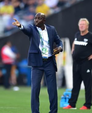 Samson Siasia, técnico do Nigéria (Foto: Marcos Ribolli)