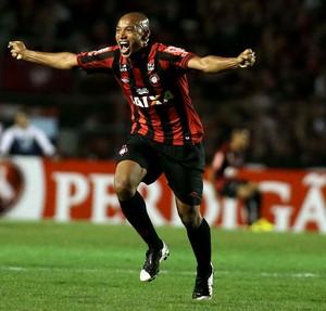 Luiz Alberto atlético-pr gol  (Foto: Marcos Bezerra / Agência Estado)