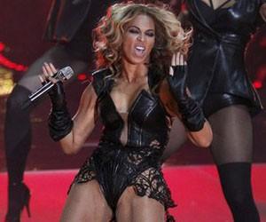 cantora Beyoncé durante apresentação no Super Bowl nos EUA. (Foto: Reuters)
