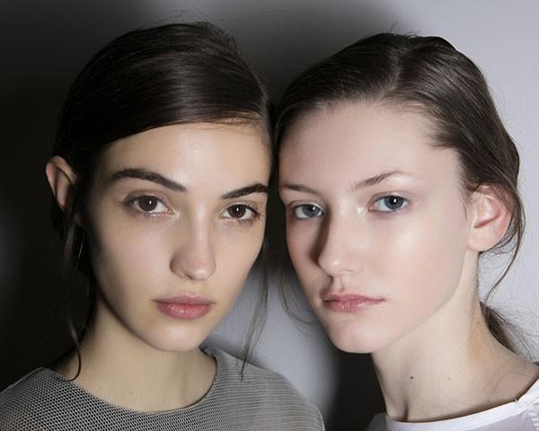 A pele oleosa pode ser uma questão genética ou hormonal (Foto: Imaxtree)