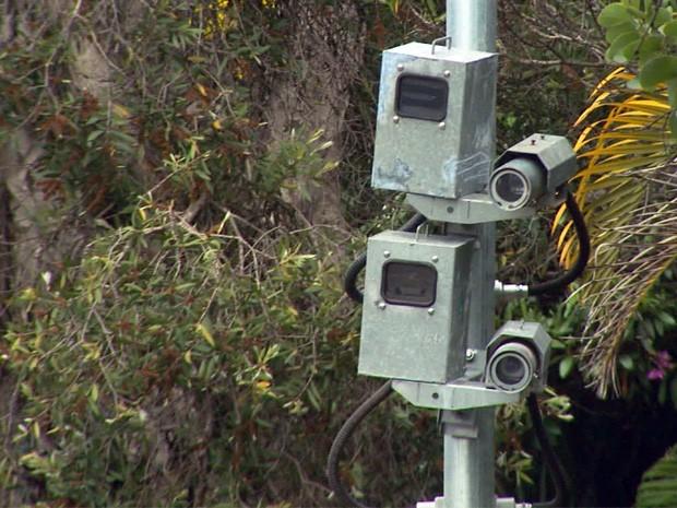 Ainda não há previsão para radares começarem a multar na Avenida João Pinheiro, em Poços de Caldas (Foto: Reprodução EPTV)