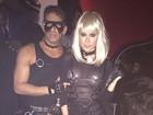 Thaila Ayala aparece com look sensual em festa de Halloween em NY