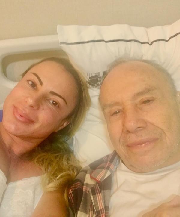 Marilene Saade posa com Stênio Garcia no hospital: 'Sempre juntos'