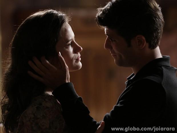 Franz se declara para Amélia: 'Única chance de ser feliz' (Foto: Fábio Rocha/TV Globo)