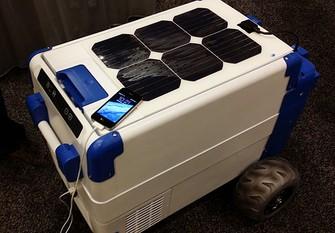 63a5218de07 Cooler solar carrega bateria de celular (Foto  Reprodução  Indiegogo)