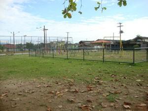 Praça da Avenida João XXIII, em Santa Cruz, está abandonada. (Foto: Mariucha Machado/G1)
