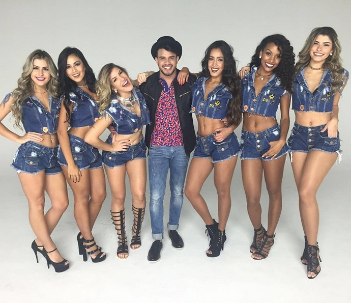 Bailarinas se divertiram ao lado do cantor Avneh Vinny (Foto: Divulgação)