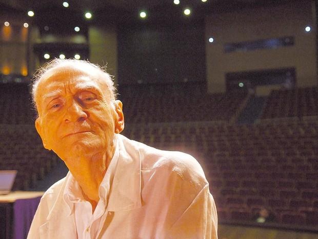 Em março de 2010, Ariano Suassuna deu uma aula-espetáculo durante o Festival de Teatro de Curitiba (Foto: Lenise Pinheiro / Folhapress)
