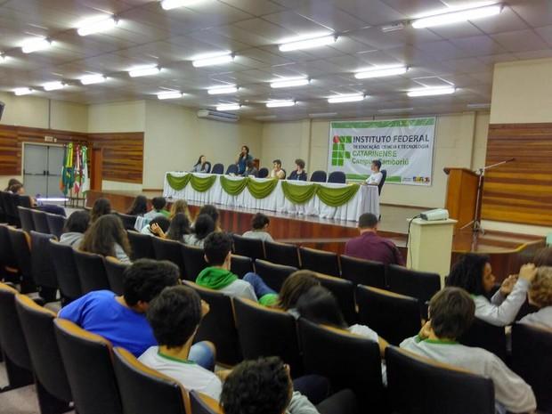 Atividades da ocupação, como oficinas, vão continuar, mas alunos não vão dormir no campus esta semana (Foto: Ocupa IFC Camboriú/Divulgação)