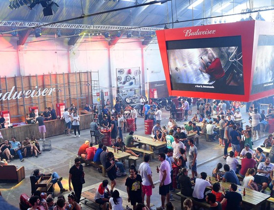 O Budweiser Basement, em São Paulo, vai exibir a tardia estreia de Oscar na NBA.  (Foto: Divulgação)