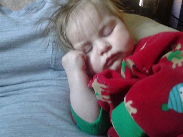 Menina Kimberly Gordon, hoje com um ano, nasceu depois de mãe ser atingida por um raio (Foto: Reprodução/Facebook/Kendra Villanueva)