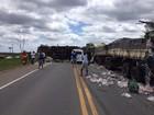 Acidente entre três veículos deixa BR-101 interditada em Aracruz