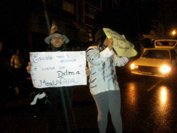 Passo Fundo, RS, é marcado por mais um protesto nesta segunda-feira (Foto: Pamilli Braga/ RBS TV)