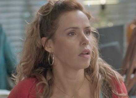 Gilda acusa Riscado de ter roubado o dinheiro do Flor do Lácio