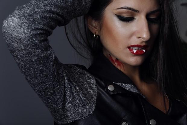 ego veja passo a passo de maquiagem de vampira para comemorar o