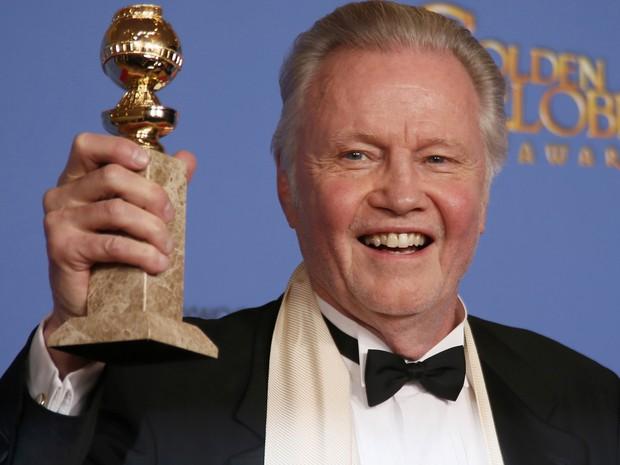 Jon Voight vence o prêmio de melhor ator coadjuvante em filme para TV no 71º Globo de Ouro, que acontece neste domingo (12), em Los Angeles. (Foto: REUTERS/Lucy Nicholson)