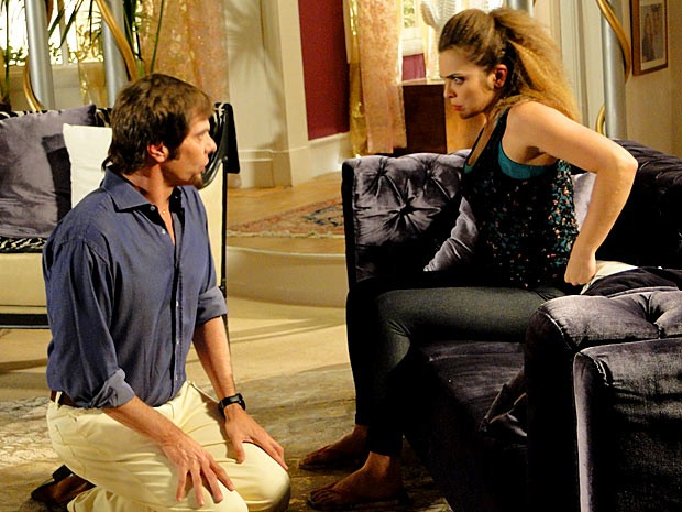 Laércio faz planos para Socorro (Foto: Cheias de Charme / TV Globo)