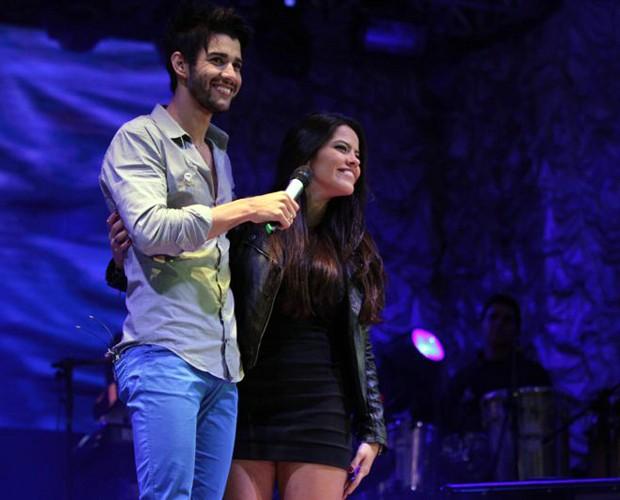 Gusttavo Lima e Ana Flávia no palco (Foto: Arquivo Pessoal)