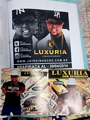 Material da banda Luxúria (acima) e encartes de CD da
