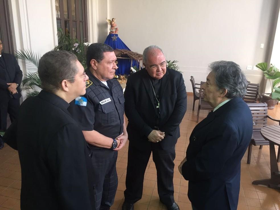 Dom Orani se reuniu com o bispo auxiliar do Rio, o provedor da Igreja do Glorioso Patriarca São José e o Cel. Wolney Dias (Foto: Arquidiocese do Rio/ Divulgação)