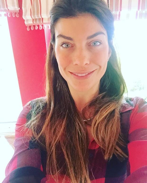 Joana Balaguer posa de cara limpa (Foto: Reprodução / Instagram)