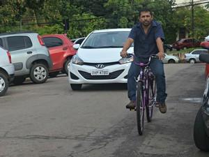 Flávio editor de imagens (Foto: Tácita Muniz)