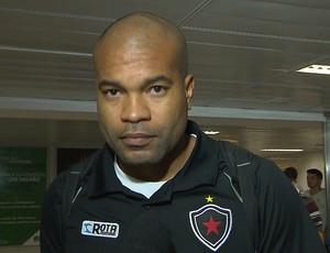 Lenilson, meia do Botafogo-PB (Foto: Reprodução / TV Cabo Branco)