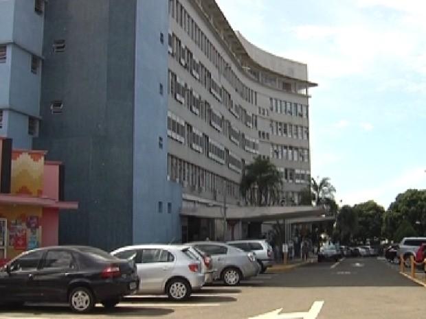 Santa Casa de Araçatuba está recebendo os pacientes do pronto-socorro (Foto: Reprodução / TV Tem)