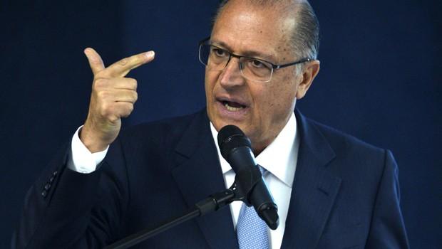 O governador de São Paulo, Geraldo Alckmin (PSDB), participa de audiência para discutir a dívida dos estados e a mudança na fórmula de cobrança de juros (Foto: José Cruz/Agência Brasil)