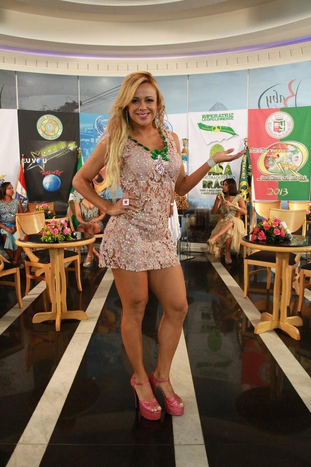 """Cibele Ribeiro grava prograna """"Samba de Primeira"""" sem calcinha (Foto: Clayton Militão / Foto Rio News)"""